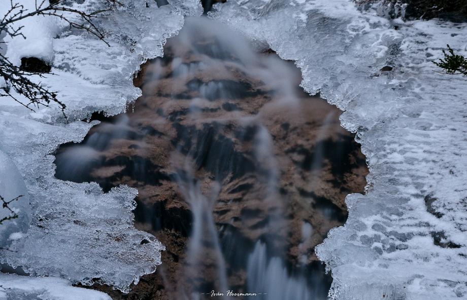 Cascada invernal.