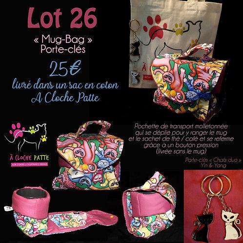 """Lot 26 - """"Mug Bag"""" création artisanale + porte-clés """"chats"""""""