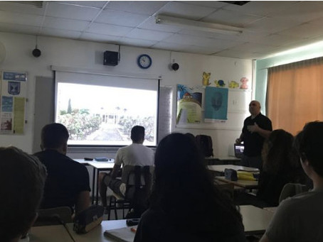 הרצאה בנושא עקרונות הצילום לתלמידי יא'