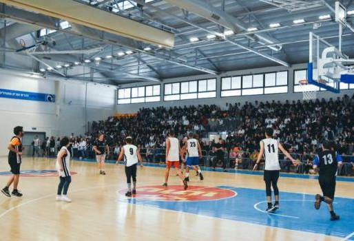 משחק כדורסל- מורים נגד תלמידים