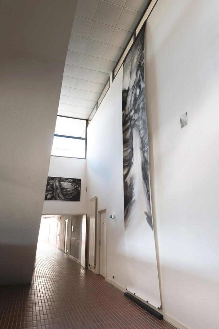 La forêt est silence prjet collectif Souchaudartprojectlyon, scénographie générakle et dessin de très grand format 600x150 2019