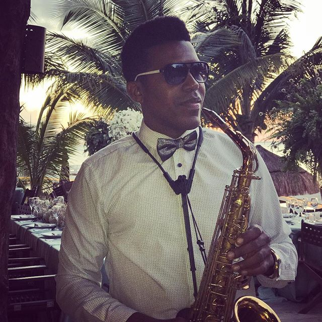 Sax for weddings 👰 #islamujeres #capitandulché #bodasenmexico #weddings  #mexicocancun #cancun #coz