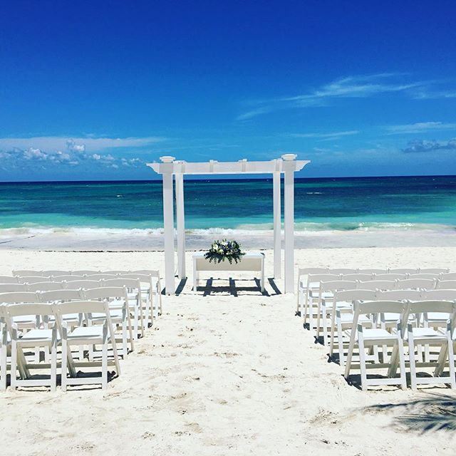 My office today 🎶🎶🎷💍 #islamujeres #playadelcarmen #cozumel #cancun #tulum #palladiumhotel