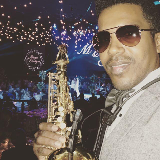 Hermosa Boda 👰 esta noche en Oasis Arena Cancun 🎶🎶🎷💍#oasisarena #oasiscancun #sax #saxofonista