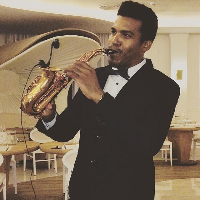 Sax for Romantic Dinner 🎩🎶🎷🍾 #palladiumresorts #playadelcarmen #mexico #destination #weddings #w