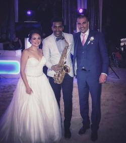 Beautiful wedding to night 🎶🎷💍 #rivieramaya #tulum #akumalbeach #wine #weddings #boda #saxophone
