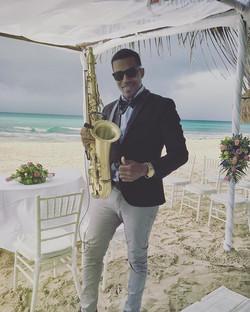 Wedding at the beach 💍⛈🎶🎶🎷 #tulum #cancun #cozumel #islamujeres #playadelcarmen