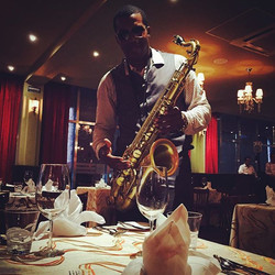 Sax for Dinner 🎶🎷 #prestigetravelers #karismaresorts #rivieramaya #playadelcarmen #cancun #wedding