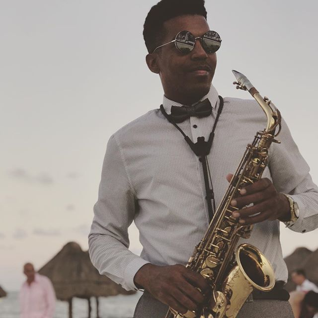 sax for wedding 👰 🎶🎷💍 #dreamsrivieracancun ._._._._