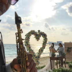 Beautiful music 🎵🎷for wedding today 🏖🎷🎵🌞 👰 #hoteldosplayas #cancun  #hoteldosplayas #cancun #