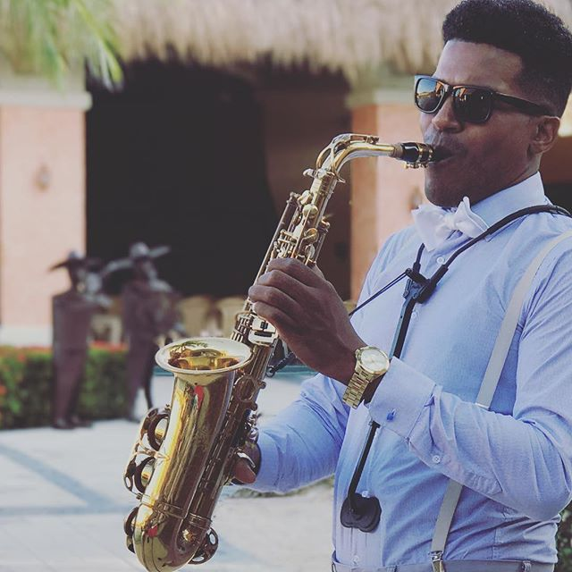 Sax 4 Weddings 🎶💍🎷 #playadelcarmen #wine #bose #usa #miboda #palladium #saxophone #saxhouse