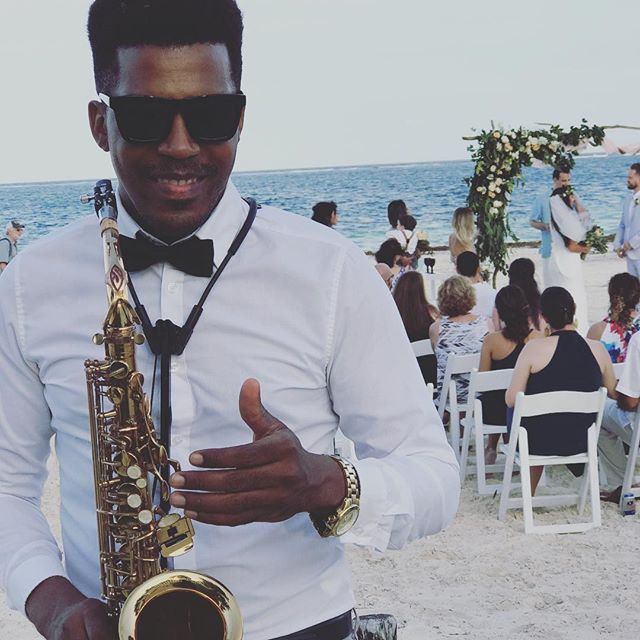 Weddings Day 🎶🎷💍 #playadelcarmenwedding #usa #playadelcarmen #saxophone #wine