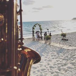 Amanecer en boda 👰 _#cancun #grandsirenis #grandsirenisrivieramaya #saxforwedding #saxofonista #sax