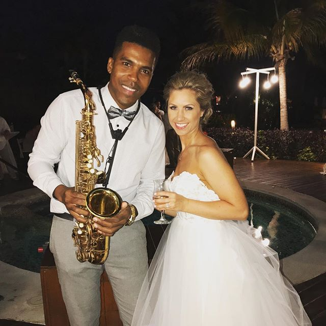 Playing at weddings 👰 beautiful bride 🎶🎷💍 ._._._._