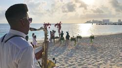 Beautiful wedding 👰 at the morning with 👉🏽_casamento_em_cancun 👈🏽 #cancunweddinds #bodaenlaplay