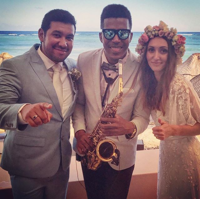 Beautiful music at wedding 👰 _#omnipuertoaventuras ._._._._