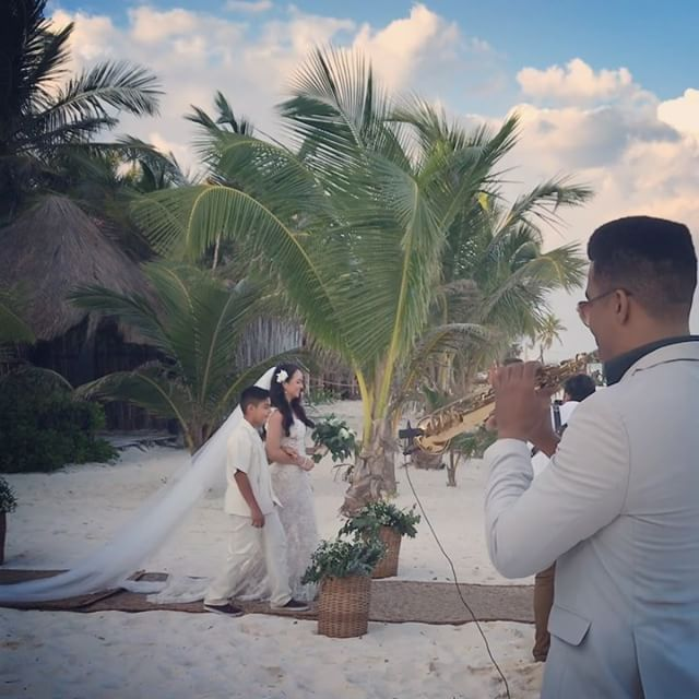 👰Beautiful Bride 🎷💍 at akiin beach Tulum 🇲🇽 #akiinbeach #akiinbeachtulum #mexico #weddings #wed