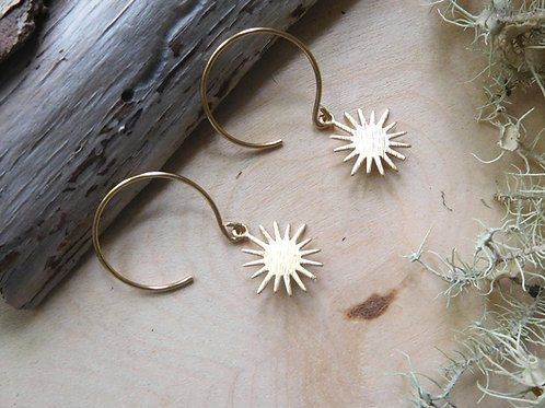 Tiny sun earrings