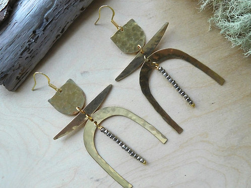 U shapes earrings with Pyrite