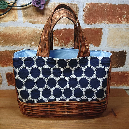 サークル刺繍&ラタンプリント・小ぶりのお出かけバッグ