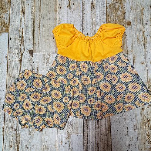 黄色いTシャツとひまわりのスモックワンピース & オーバーパンツセット