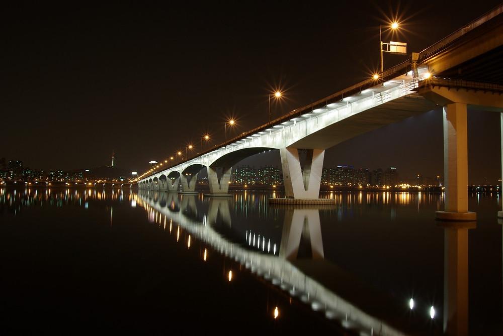 Fotografía nocturna de Seúl.