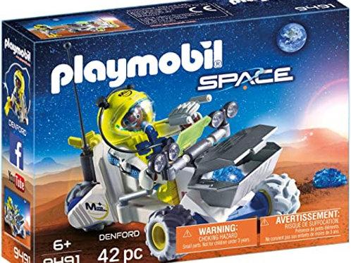 Astronaute avec véhicule d'exploration spatiale