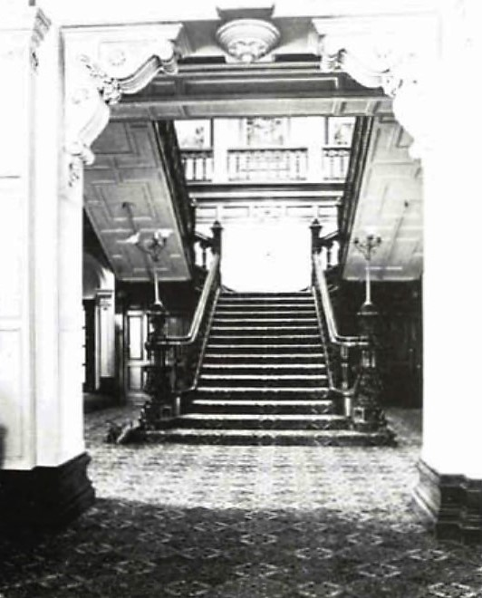 Vestibule and main staircase