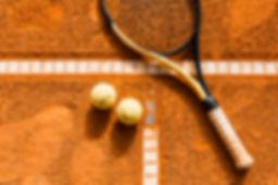 tennisschlager-am-ball.jpg
