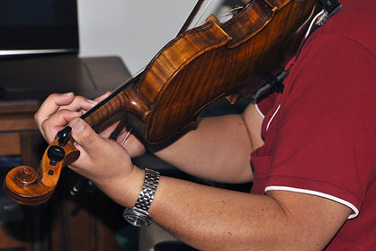musician-playing-violin.jpg