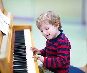 kid_playing_piano.jpg