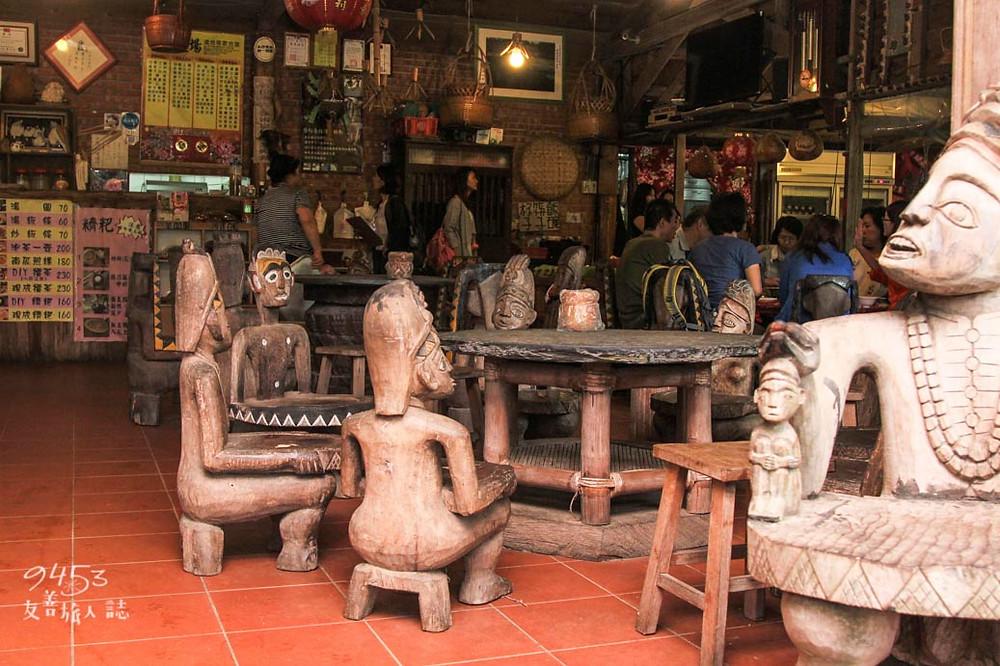 陳家農場排灣族手工雕刻的木雕座椅