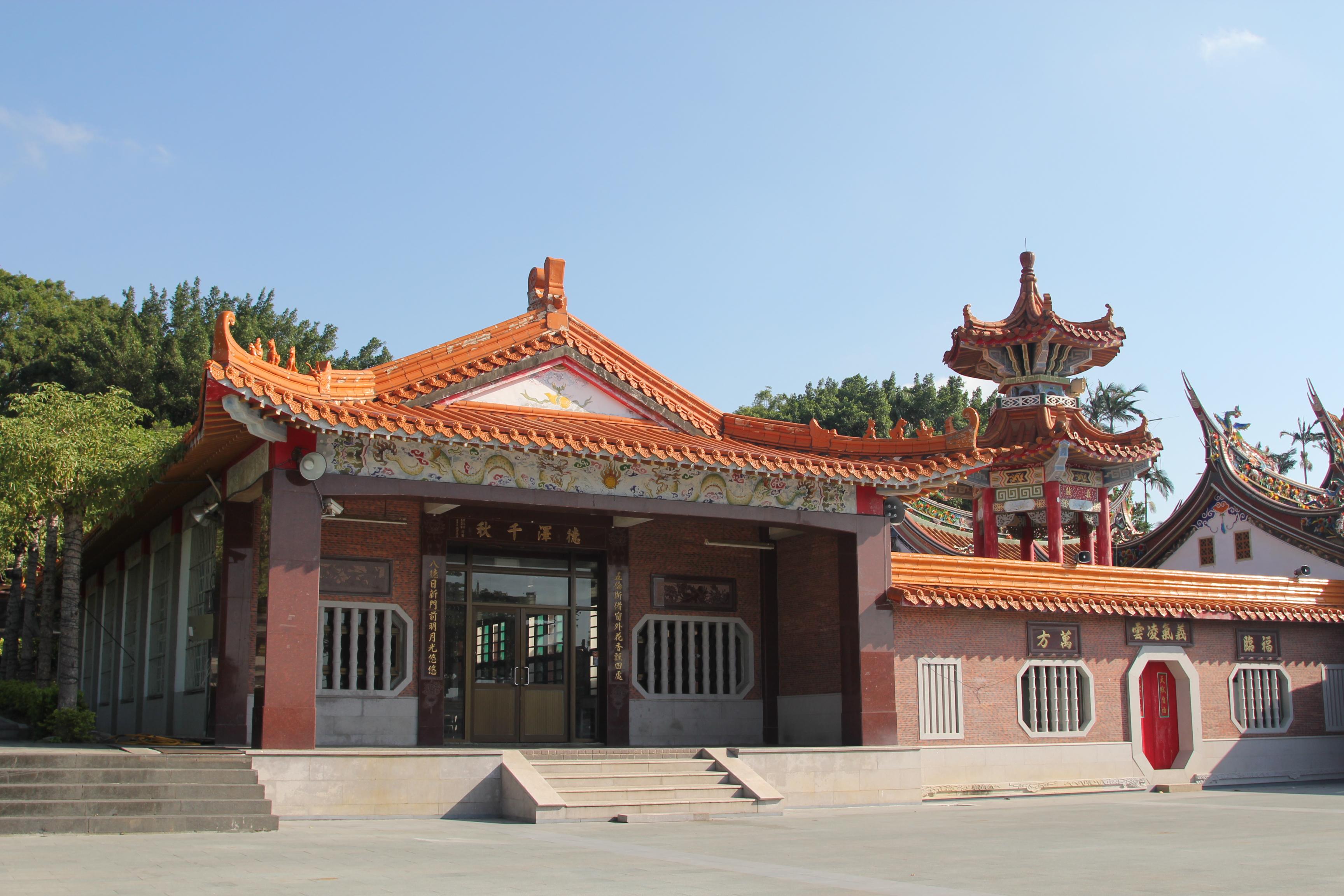 這是廟的側門