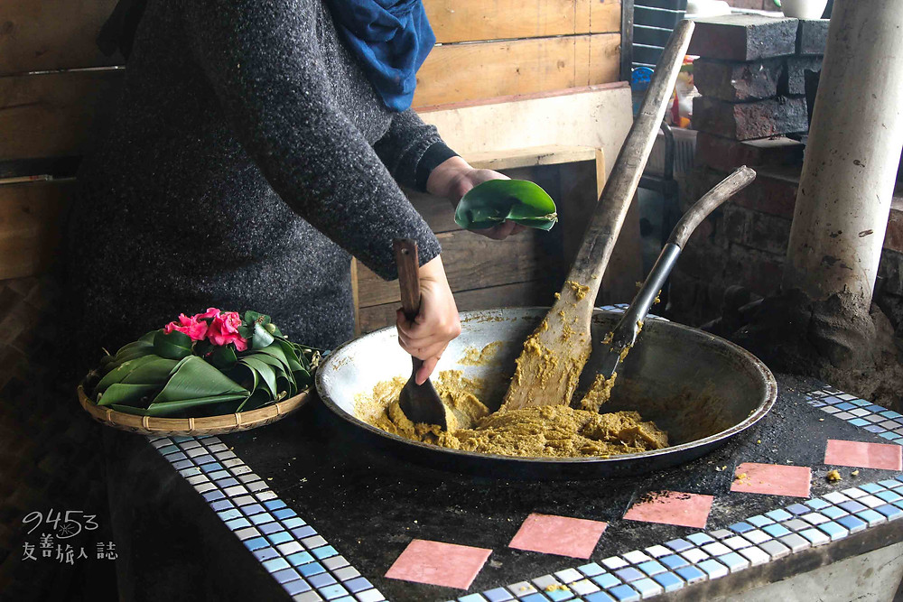 香氣四溢小米飯盛放至月桂葉中