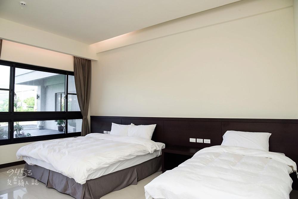客房床與床之間空間寬闊