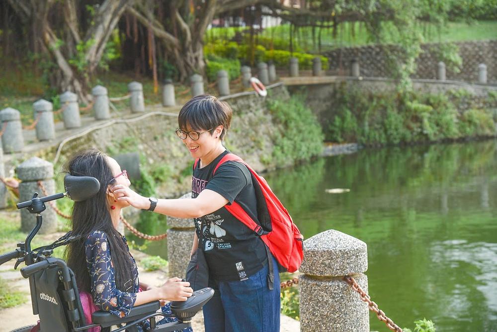 竹湖湖面波光粼粼的浪漫景緻