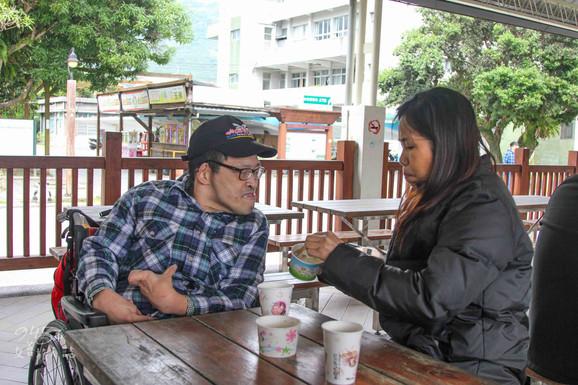 超越家人的情感,越南阿花在台灣。