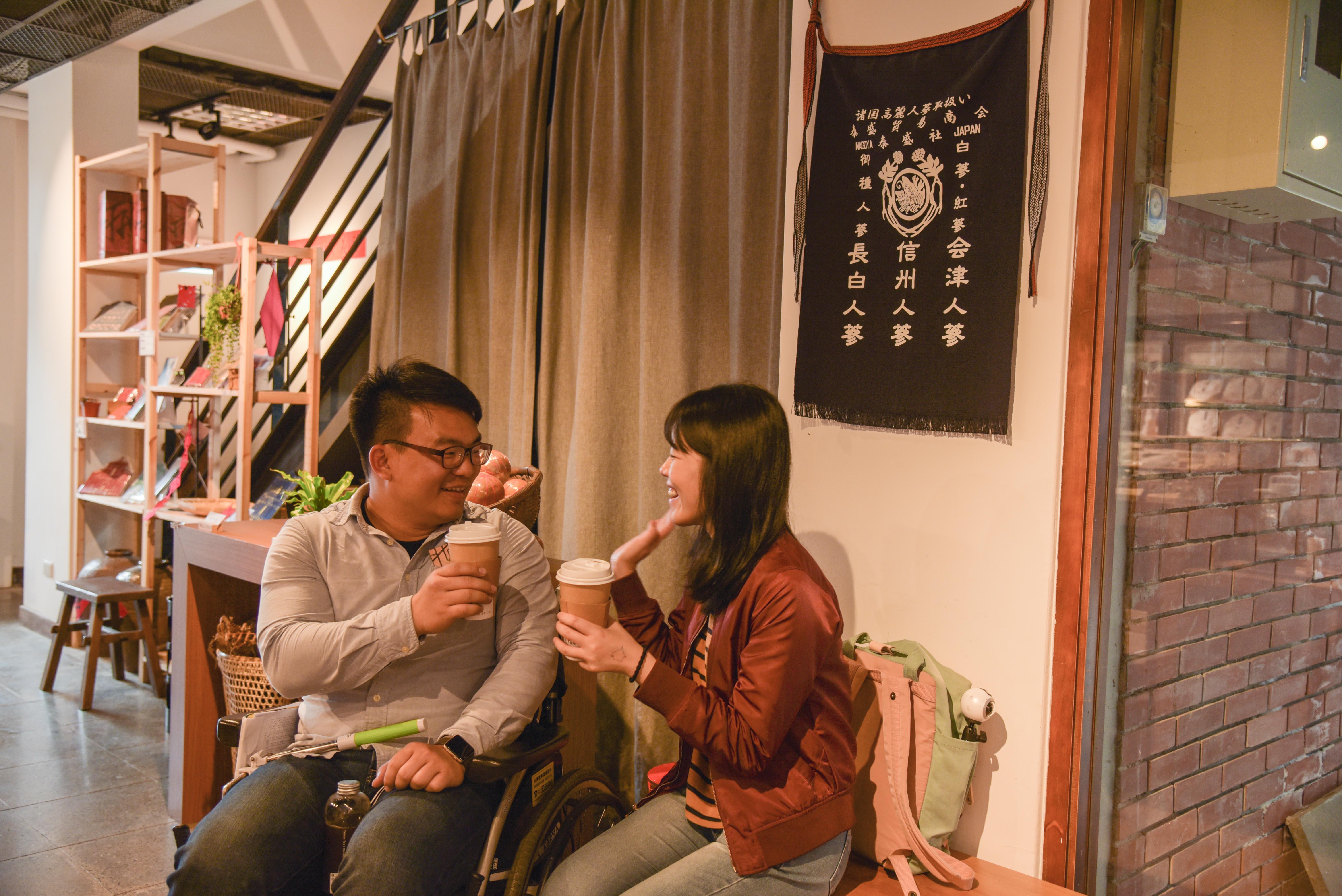 文昌街登義參藥行品茶