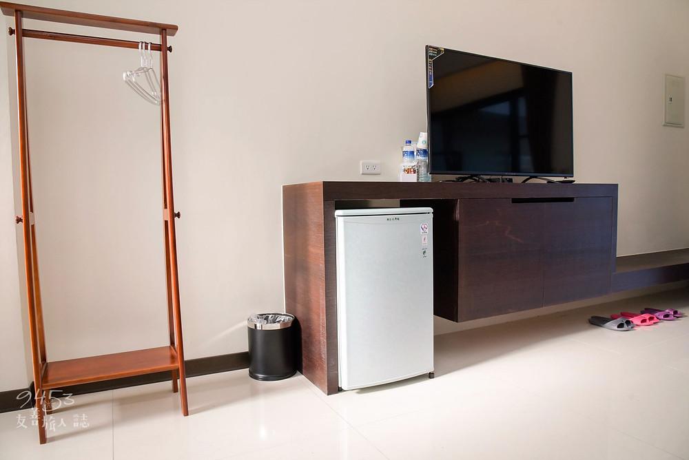 客房內電器與衣架