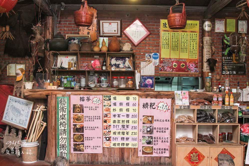 餐廳配有農庄文物的擺設