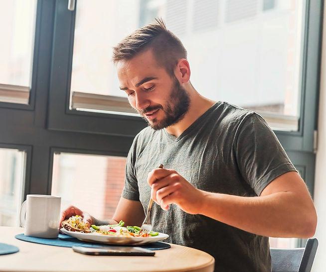 1-man-eating-healthy-breakfast_edited.jp