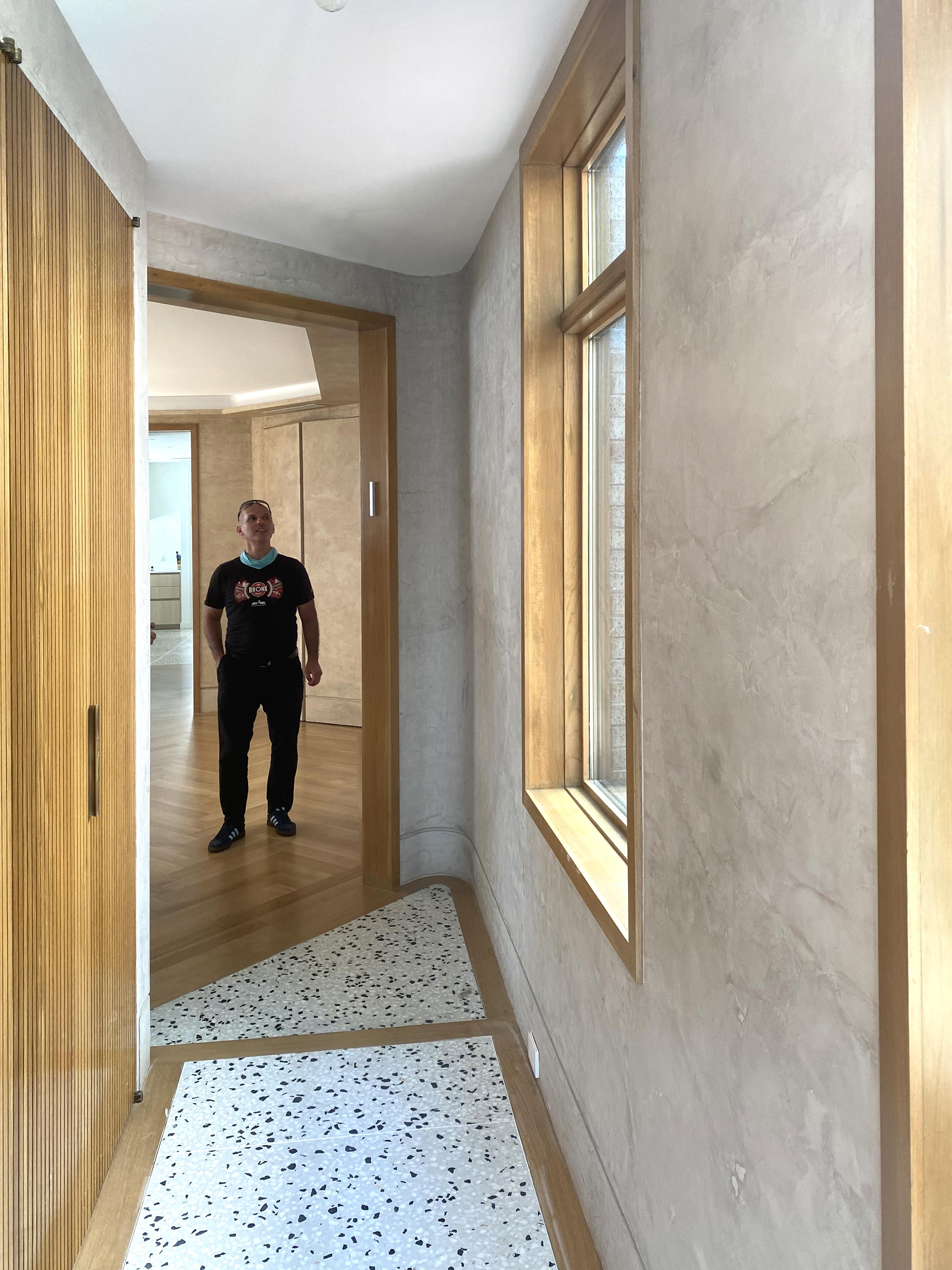 hallway_with_alex