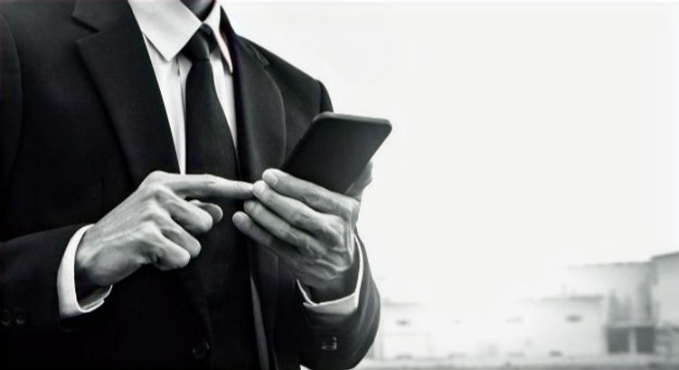 empresario-tecnologia-telefonia-celular-movil_10541-2126_edited_edited_edited.jpg