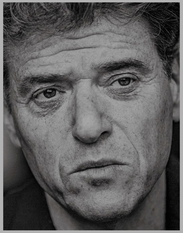 """Martina Müllner-Seybold über Andrew Keen: """"Was für ein Brain! Was für ein cleverer Mann! Was für ein Denker! 60 Minuten Interview, beim Kürzen der Abschrift auf Magazinlänge vergießt man Tränen. """""""