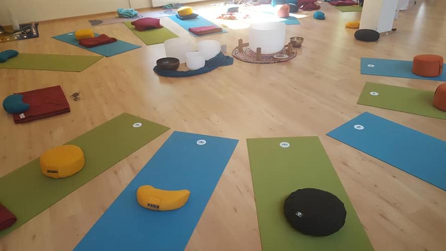 Love mit Yogamatten kreis.jpg