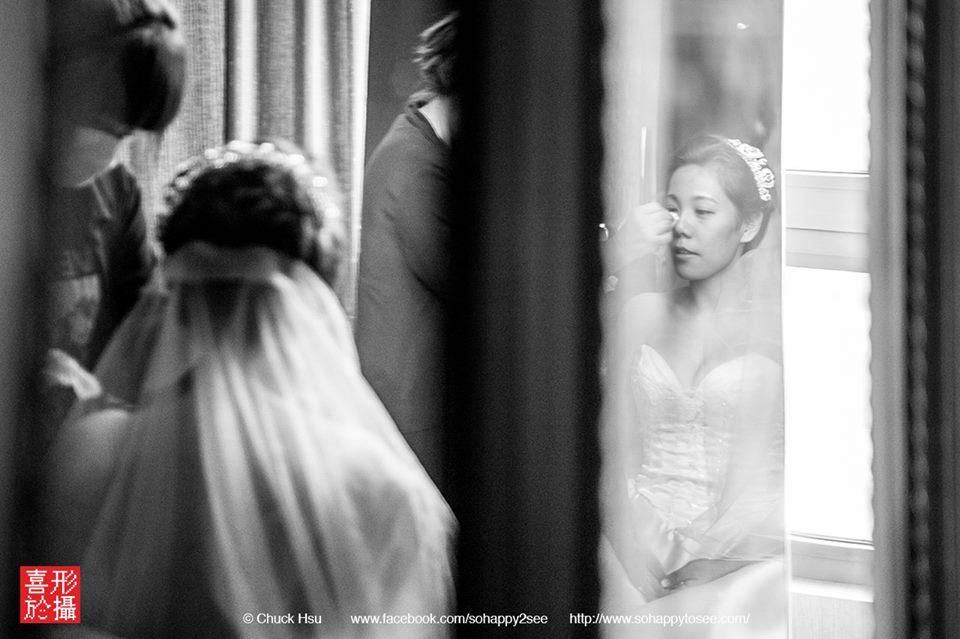 新秘的巧手 一筆一筆勾勒新娘唯美的妝容