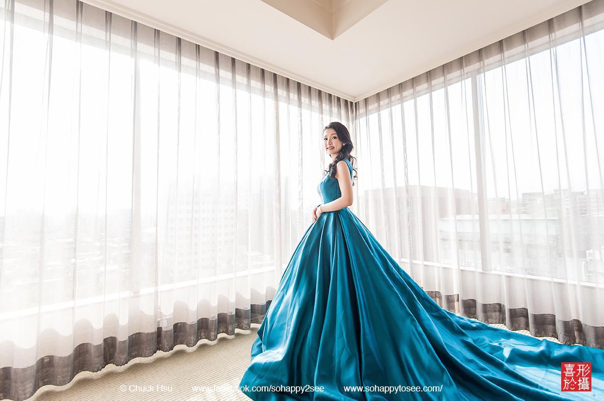 原來天上的蔚藍 都染在新娘美麗的禮服上了