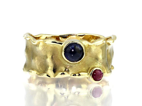 Retro, Ruby & Sapphire Band Ring in textured 14 K gold mesh with polished edges