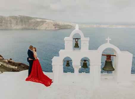Santorini pre wedding photographer / Eva & Steve