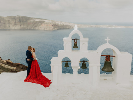Santorini pre wedding photographer / Eva & Steve